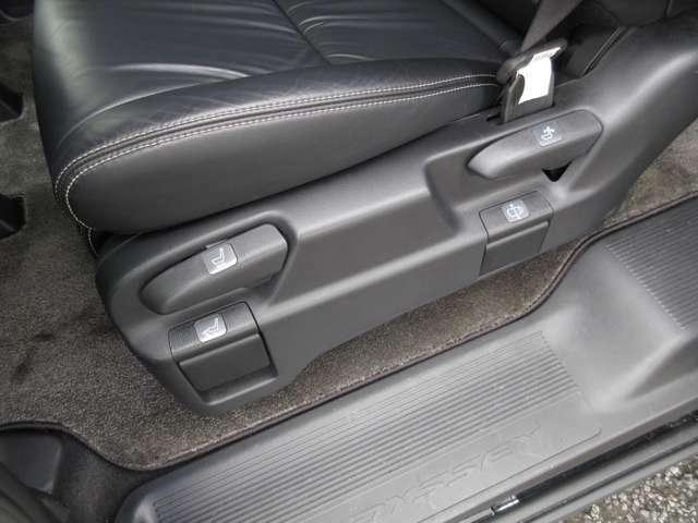 運転席も広々としていて快適に運転できる空間になったいます。両側パワースライドドア装備なので乗り降りの際に便利です。