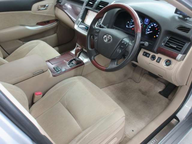 ■内装■車内はベージュを基調としていますので落ち着いた雰囲気となっております♪またレザーシートですので高級感漂う内装になっています♪