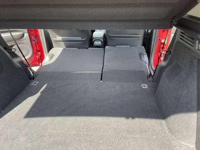 シートを倒せば広大なラゲッジスペースが出現してらくらく。