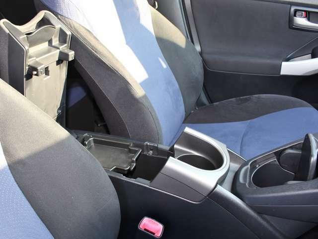 ☆ドリンクホルダー☆運転席、助手席のどちらからも使いやすい位置にあります。