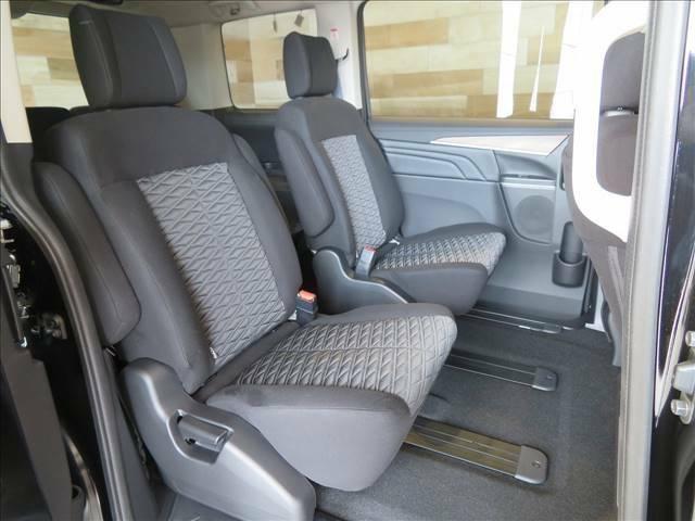 セカンドシートはキャプテンシート装備。