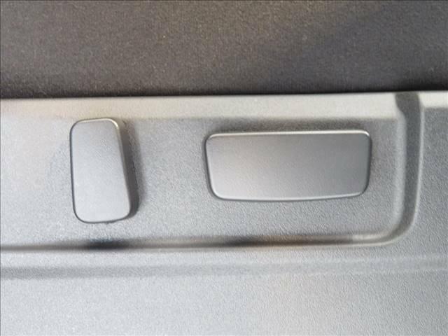 細かなシートポジション設定が可能な、パワーシート。