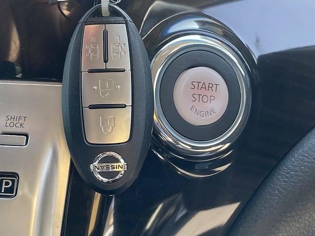 【インテリジェントキー】車内へのアクセスやエンジン始動が楽々に行える今や必須アイテムのキー複製防止の「イモビライザー」まで備わっております。