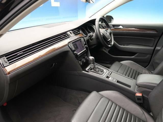 ●輸入車ならではの、細部まで作り込まれた、洗練されたデザインです。運転席からの視界は、店頭にてお客様ご自身の目でお確かめください!
