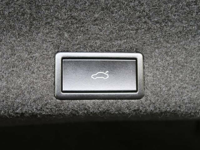 ●電動トランクリッド:ワンタッチでトランクの開閉ができ、両手が塞がっている状態でも簡単に開閉ができる便利機能です。