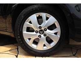 純正16インチアルミ。タイヤはダンロップ RV504 約9分山です。