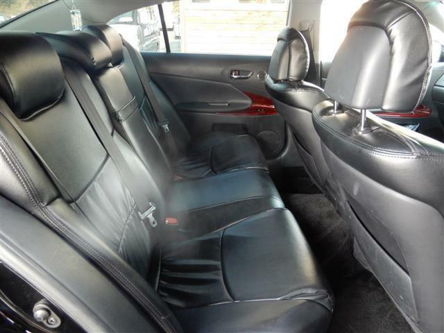 後部座席は足元ゆったりなので、長時間のドライブも疲れを気にせず楽しめます!!