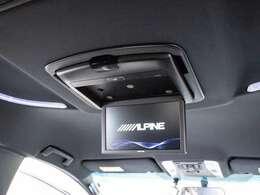 人気のアルパイン後席フリップダウンモニター装備!後席の方も一緒にご覧になれます!ドライブも大勢で楽しく行けますね!