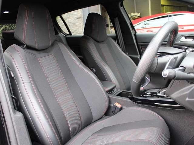 内装もきれいな状態です。シートはしっかり体をサポートし、長時間の移動でも疲れにくいシートです。
