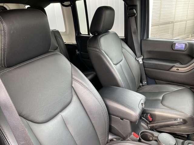 しっかりとしたシートで運転もらくらくです専用のサービスピットも完備しておりますので、ご購入後のアフターサービスのお任せください。