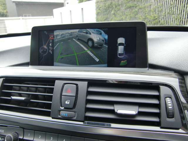 バックカメラとバンパー内部にセンサーが内臓されておりますので、音とディスプレイで直観的に車庫入れをサポートしてくれます(^^