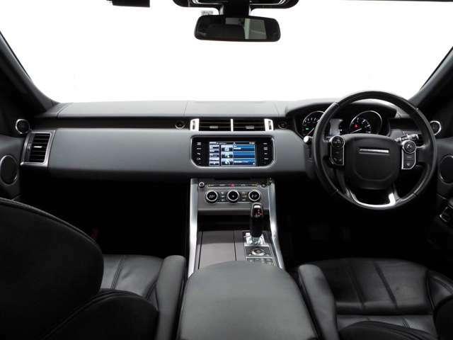 オフロードパック(254,000円)を装備。(テレインレスポンス2)(アダプティブダイナミクス)車体の動きを1秒間に500回モニタリングし、快適でフラットな乗り心地を確保します。