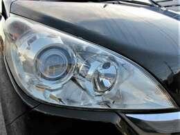 しっかりとクリアの残ったキレイなヘッドライト♪ヘッドライトがキレイだと車のイメージも変わりますよ♪HIDですのでより明るくより遠くを照らしてくれます♪