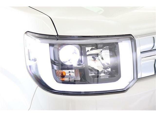 ヘッドライトは先進的なLEDヘッドライト搭載!