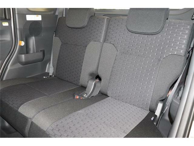 広々とした車内空間でございます。