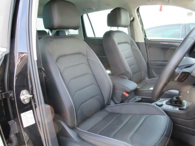 (運転席助手席)全席レザーシート、前後ともにシートヒーター付き、更に運転席にはメモリー機能付きパワーシートがございます。