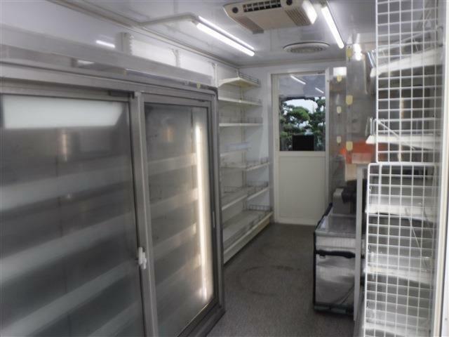 当店在庫ベースから移動販売車・キッチンカー作成承っております。専門業者との連携もございます。保健所に対応する設備のご相談等も専門スタッフが承ります。実績多数ございます!ぜひご相談下さい!