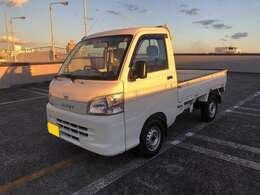 ハイゼットトラックの4WDのマニュアル車になります。低走行距離ですので、ダイハツディーラーにてばっちり整備してお納めします。