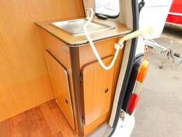 ポリタンク各10L給排水 アウターシャワーとしても使える引き出し式シャワー