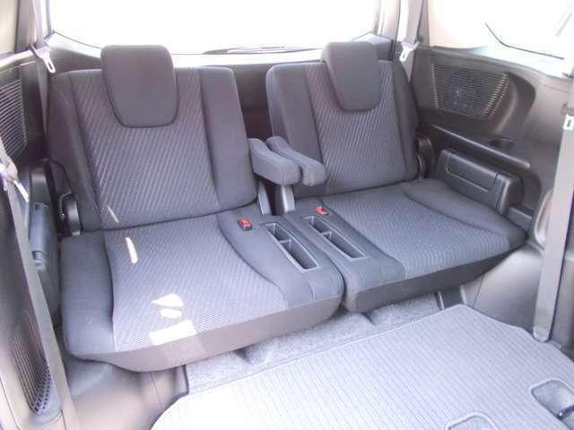 【サードシート】サードシートもゆったりとお座り頂ける広さがあります!
