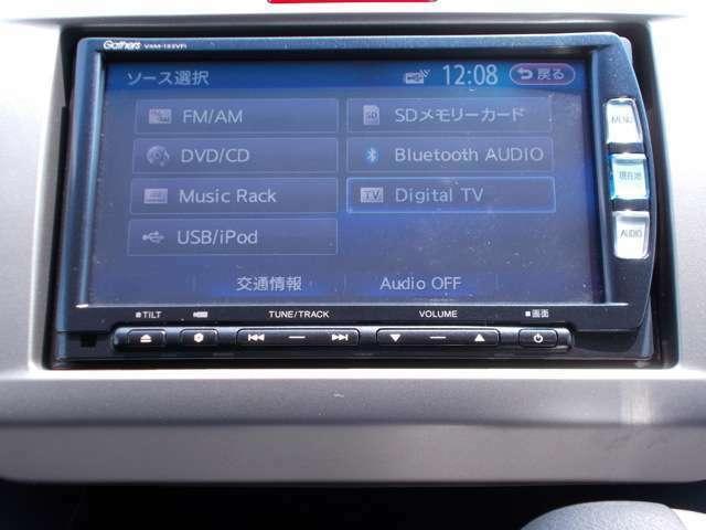 DVD・CD再生対応、ブルートゥースやipodなどの音楽プレーヤーが接続可能です!