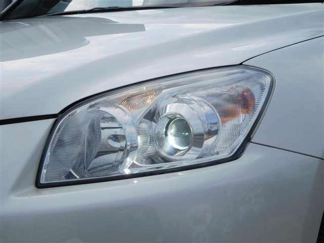 暗い夜道を明るく照らすHIDヘッドライトで視界クッキリ!ナイトドライブも安心です!
