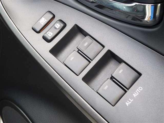 運転席に居ながら窓を開け閉めのコントロールできます!ロック機能で、子供がイタズラして窓を開けるという事も無くなります。
