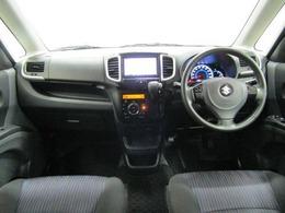 ドライバーが感覚的に操作・確認できるよう気配りされた運転席廻りです。スピードメーターも大きく、運転中に見やすいように配慮されています。