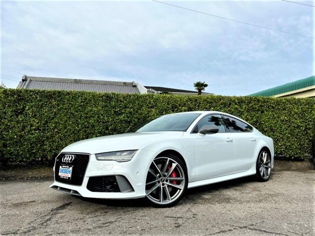 Audiのフロントはスタイリッシュで何と言ってもLEDを使用したヘッドライトはどこのメーカーにも負けない独特なデザインで、昼夜問わずAudiの存在感を感じさせてくれるマスクです。