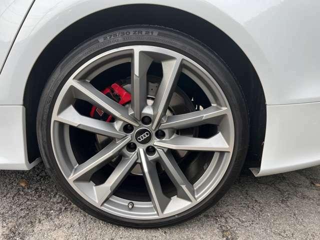 Audi MMIシステム。使い慣れると便利に使いこなせるAudi MMIシステム。車両情報やマルチメディアと言った操作が簡単に行えます。