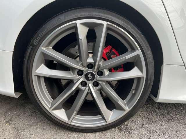 RS4専用のスポーツミラー 専用カラーはSシリーズと同じシルバー