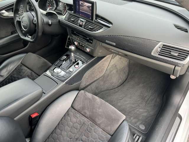 アウディ純正のバケットシート RS専用ロゴ入りで、エアー調整可能