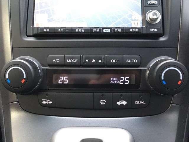 左右独立オートエアコンで車内快適空間(*'▽')