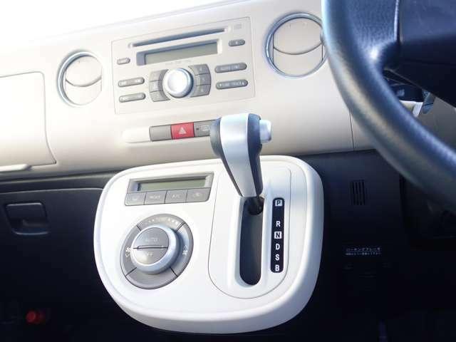 CVT(自動無段変速機)は変速ショックもなくスムーズな走りで、燃費効率にも優れております。