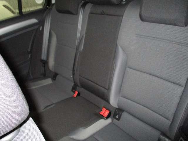 中古車を見る時のポイント・・・「普段、あまり座らないシートから車内を見てみる」です。運転席からの眺めだけでなく、他のシートにも座ってチェックしてみると良いでしょう。