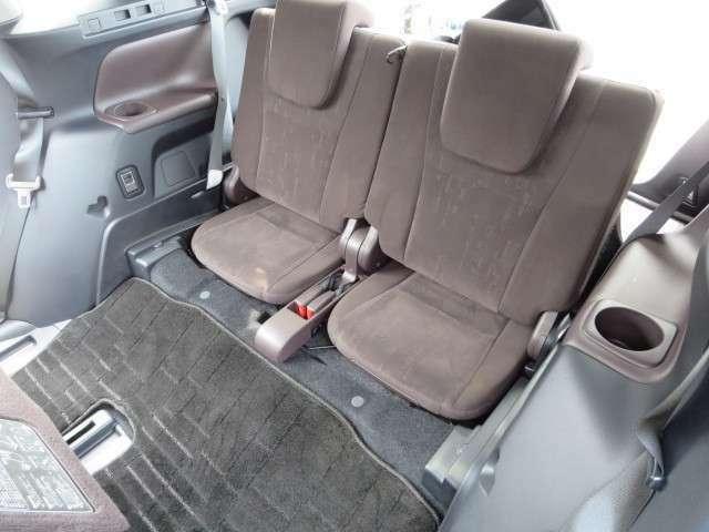 サードシートもゆったり座れます!!