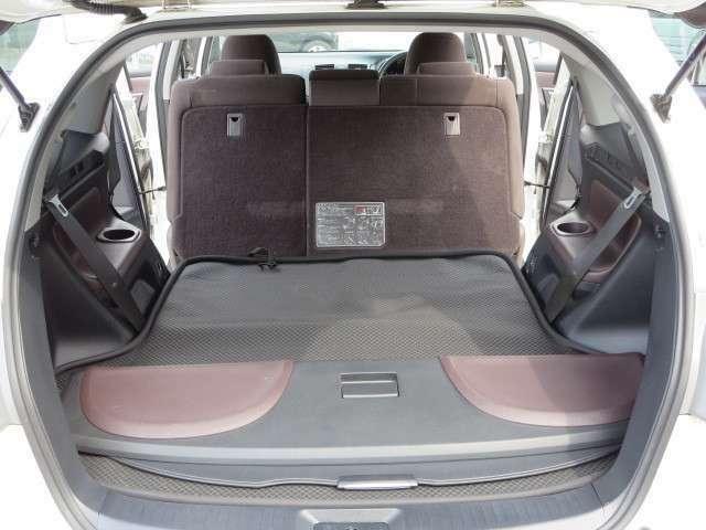 座席をたためば大きな荷物も楽々!!多目的に使用できます!!開放感たっぷりです!!仕事に遊びに用途色々!!ご使用いただけます!!