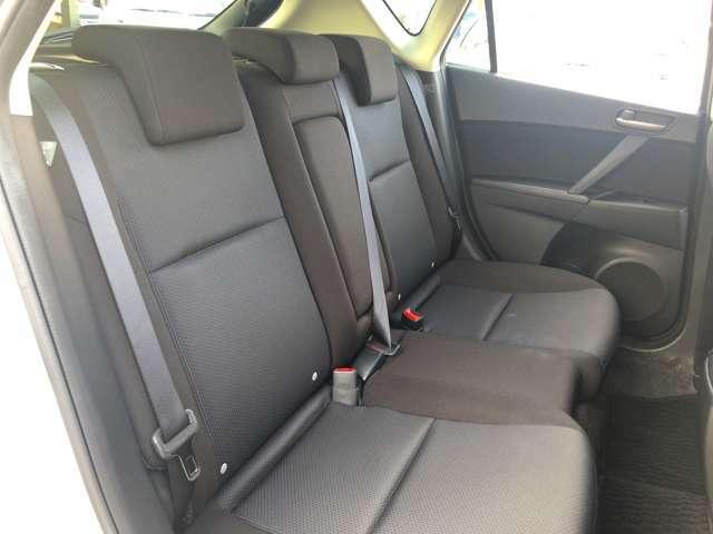 【セカンドシート】ゆったりとした空間で大切な方と快適な移動ができます。