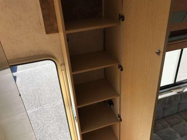 Bプラン画像:エントランスドアを入りますと、左側には下駄箱がございます!!