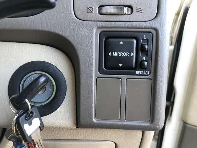 電動格納ミラーです!!エンジンキーにはキーレス付きです!!