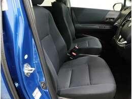 乗り降りしやすい運転席助手席