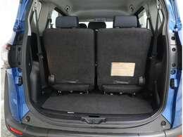 大きく開き荷物が積みやすいトランク シートを収納すればスペースアップが可能です