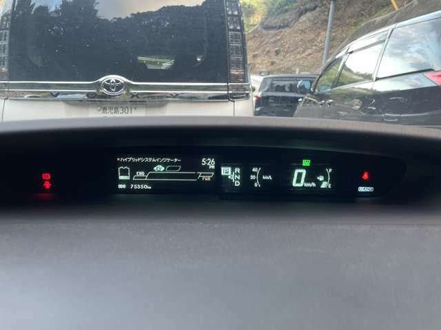 センターメーターで視界良好な運転席廻りですよ♪運転時の視線移動が少なくて済むので安全性にも一役買ってくれますね♪ぜひ一度見てください!見易さが違いますよ!