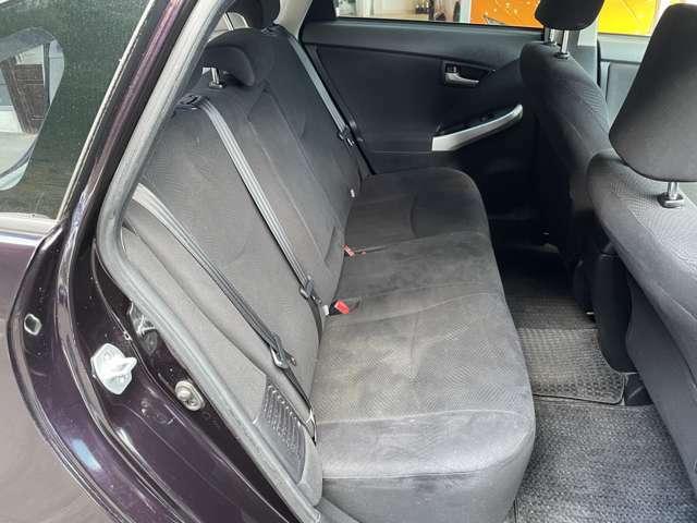 後部座席も広々です♪後席の同乗者も長距離でのドライブも安心ですね♪