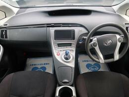 【H27年式プリウス入庫しました】内装状態良好!圧倒的人気車種でどなた様にもおすすめな一台です!