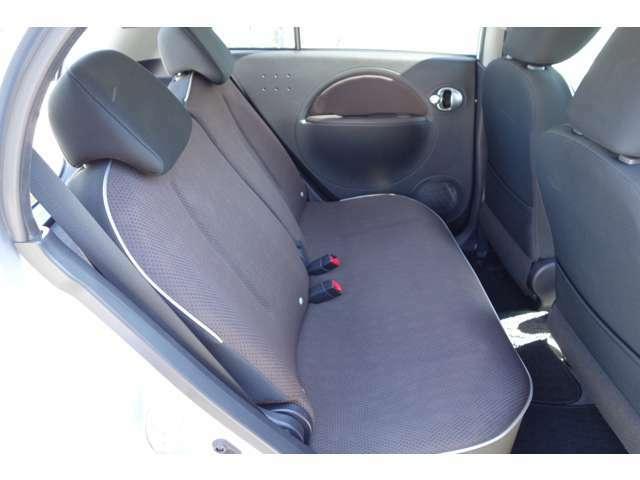 プレミアムインテリアパッケージ付きの車両です。内装パネルが通常仕様と異なります。
