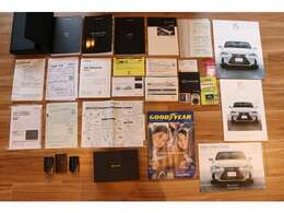 取り扱い説明書(車両・レーダー・ナビ・他)メンテナンスノート・保証書など書類多数有ります♪!前回レクサス車検時記録簿有り!!もちろん今回のトヨタ整備記録簿も発行致します!!安心してお乗り頂けます♪