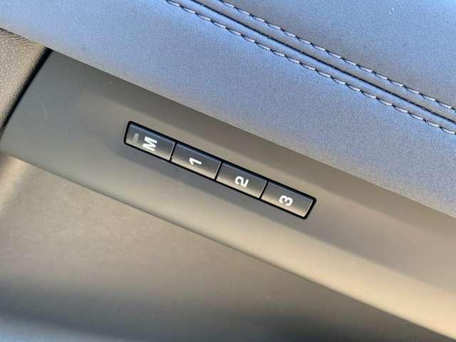 微調整可能なパワーシートに加え、3名分のドライブポジションを記憶するシートメモリーを搭載!ご家族で使用される方にはピッタリな機能です。