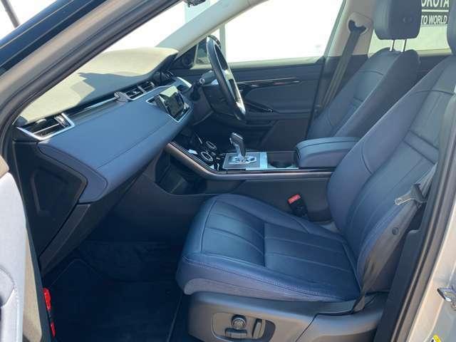 英国車ならではの優雅さと気品を併せ持つインテリア。快適な空間でのドライブをご堪能ください。