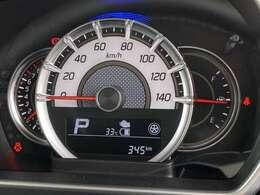 走行は345km。メーター内のインフォメーションディスプレーは燃費計やシフト位置などなど、色んな情報を提供致します。